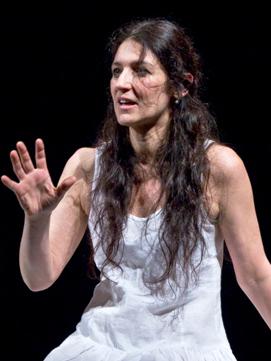 Elisabetta Salvatori della band degli Armonici de I Ricostruttori